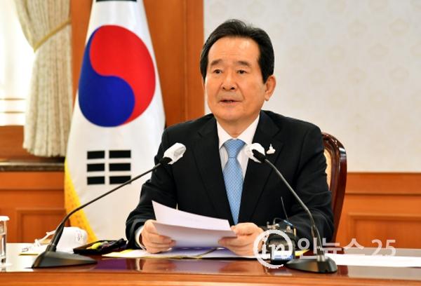 """정 총리 """"지금이 '최악의 겨울' 막을 마지막 기회…잠시 멈추자"""""""