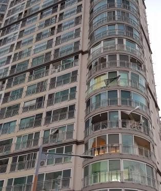 [포토] 제9호 태풍 마이삭  부산 민락동 한 아파트 주민 공포의밤