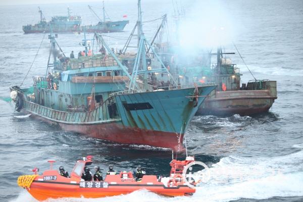 해양경찰청, 성어기 불법조업 외국어선 집중단속